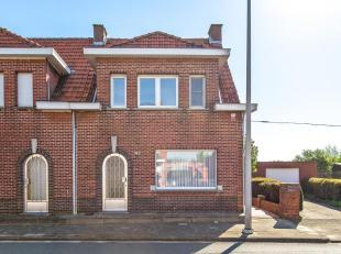 Op te frissen woning met 3 slaapkamers, garage en tuin op centrale ligging te Berendrecht! Indeling: inkomhal, leefruimte met veel lichtinval ( 30 m&s