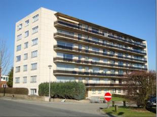 Braine l'Alleud : Grand appartement 1 chambre situé au 2ème étage avec ascenseur se composant d'un hall, vestiaire, wc, salon SAM