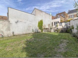 Braine-l'Alleud centre : idéalement située sur la Grand Place, spacieuse maison se composant au rez-de-chaussée de 100m² &ag