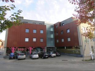 Braine-lAlleud : idéalement situé à proximité des commerces et des axes, très bel appartement situé au 1er &