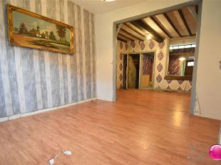 A RENOVER !!! <br /> Maison d'habitation 3 façades à rénover située à 100M du parc de Mouscron comprenant au REZ :
