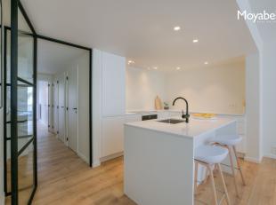 Dit smaakvol gerenoveerd 2 slaapkamer appartement is gelegen tussen het Duinenwatermeer en de zeedijk van Knokke nabij de winkelstraten, sterrenrestau