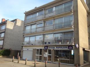 Ruim appartement op de 3e verdieping met 1 staanplaats in de ondergrondse parking : Inkomhal met vestiairekast en apart toilet, ruime living op parket