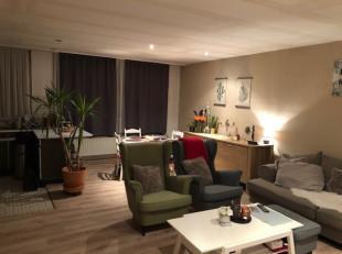 Dit gebouw is ingedeeld in een appartement van 62m² met een open geïnstalleerde keuken en woonkamer op laminaat. 2 slaapkamers een kleine ba
