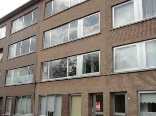 Appartement gelegen op de 1e verdieping ( geen lift) : Inkomhal met bergkast - apart toilet - badkamer met ligbad en lavabo - 2 slaapkamers - terras a