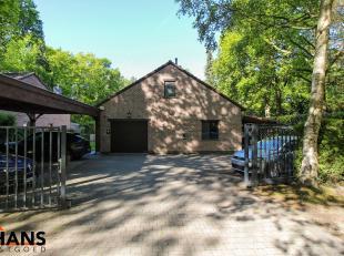 Dit rustig gelegen villa-landhuis op 2012m² heeft een bewoonbare oppervlakte van ongeveer 340m²<br /> Op de gelijkvloers treft u een inkomha