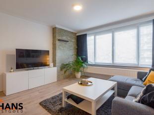 Dit residentieel gelegen appartement is op de eerste verdieping. het omvat een inkomhal met berging - apart toilet- ingerichte badkamer - ruime woonka