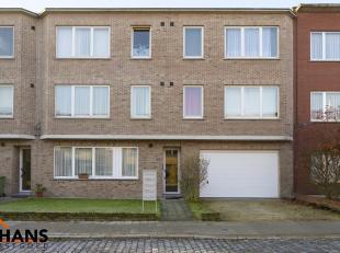 Dit goed gelegen appartement is op de eerste verdieping en ligt ideaal gelegen te Berchem<br /> Het omvat een inkomhal, apart toilet, ingerichte badka