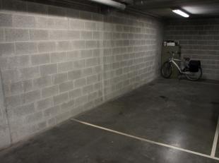 In Residentie De Dry Roosen, op de Rozenstraat in Hasselt, bieden wij deze ondergrondse staanplaats te huur aan. <br /> <br /> Deze bevindt zich vla