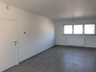 Aan de Kleine Hostartstraat te Genk, vinden we dit prachtige duplex appartement. <br /> <br /> Het appartement is gelegen op een TOP locatie. Het is e