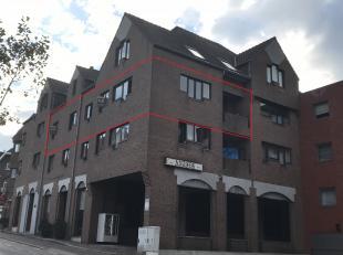 Nabij het gezellige centrum te Genk ligt er een ruim, op te frissen, appartement op de tweede verdieping met ondergrondse autostandplaats. <br /> <br