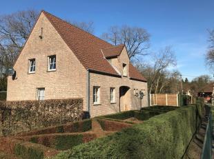 Zeer goed onderhouden gezinswoning in landelijke stijl met 4slpk. Gelegen op een mooi perceel van 15are 10 ca. In een residentiële omgeving.<br /