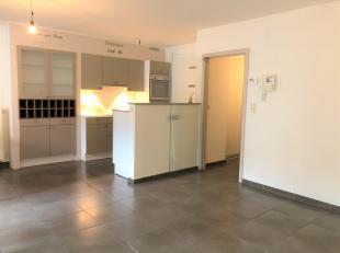 Aan de Beekstraat 37 bus 101 vinden we dit prachtige, gezellige luxe 2-slaapkamer appartement.Het gaat hierbij om een recent appartement. Voor de afwe