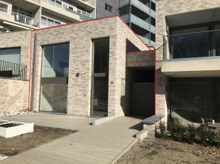 Op de Bochtlaan 30 te Genk ligt deze moderne split-level woning met 2 slaapkamers. Het leefgedeelte van deze woning ligt op de 1ste verdieping. Hier l
