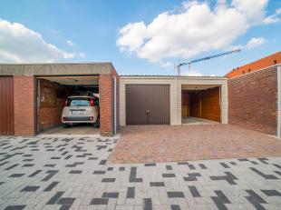 Garagebox te koop vlakbij het centrum van Baasrode. Binnen afmetingen zijn 2,8m x 5m. Vrij van huurcontracten. Prijs excl. kosten.