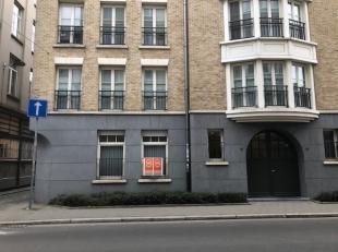 Zeer mooi gelijkvloers appartement in het historisch Antwerpen en op wandelafstand van het hippe Eilandje. Dicht bij openbaar vervoer, scholen, univer