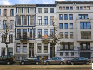 Deze herenwoning gelegen op een topligging tussen het Museum voor Schone Kunsten en het nieuw Justitiepaleis wordt thans als kantoorgebouw gebruikt. C