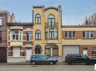 Riante burgerwoning gelegen op een steenworp van het Sportpaleis nabij de Antwerpse ring. De woning werd in 2001 grondig gerenoveerd waarbij rekening
