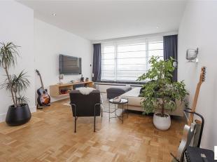 Ruim en recent gerenoveerd, instapklaar 1 slaapkamerappartement op uitstekende ligging te Wilrijk/Berchem, grenzend aan de Pulhofwijk.<br /> Grote liv