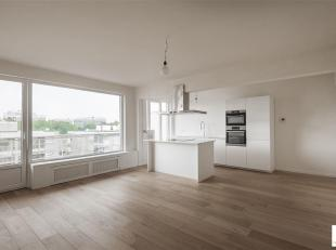 Volledig gerenoveerd en dus instapklaar appartement met zeer veel lichtinval, 2 slaapkamers, breed terras, een mooie open keuken en stijlvolle badkame