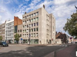 Majestueus instapklaar appartement (ca 286 m²) gelegen op de volledige tweede verdieping  in een prima onderhouden gebouw (conforme lift en ge&iu