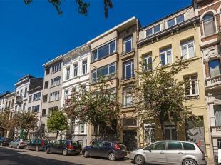 Op absolute topligging tussen de theaterbuurt en het hippe Zuid treffen we dit prachtig Art Deco appartement met maar liefst 190 m² bew. opp. in