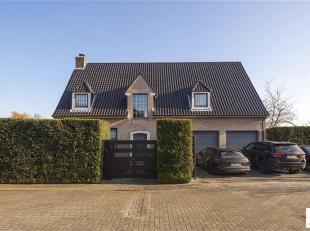 Deze luxueuze villa is gelegen in de begeerde Elsdonkwijk op de grens van Wilrijk met Edegem en kent een uitzonderlijke ligging in een doodlopend stra