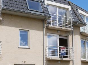 Instapklaar appartement op 100 meter van het strand van Bredene. Gelegen op de eerste verdieping (geen lift) van de mooie residentie Zeepaadje. Bestaa