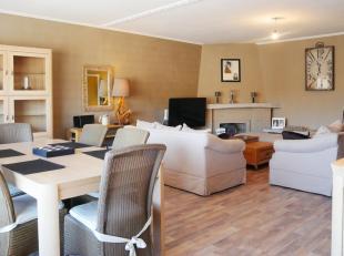 Zeer ruim (139m²) en instapklaar appartement in het centrum van De Haan, op wandelafstand van het strand. Dit woonappartement, gelegen op de 2de