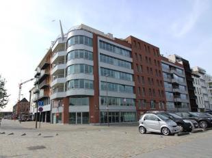 Info/bezoek: 03 283 05 00  stad@sinjoor.be Omgeving: Vanuit dit riante appartement van 225 m² geniet u van zicht op de jachthaven en het MAS. Een