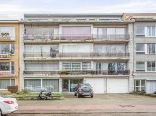 Gelegen op een goed bereikbare locatie bevindt zich dit ruimappartement met terras op de 1ste verdieping.<br /> Indeling: algemene inkomhal met lift e