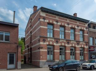 Authentieke herenwoning met bijgebouw in het centrum van Schilde op ca. 3881 m² en een halfopen te renoveren eengezinswoning op ca. 156 m².<