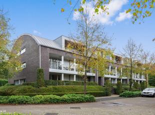 Gelegen op een zeer rustige locatie, in een doodlopende straat en vlakbij het centrum van Brasschaat, bevindt zich dit appartement van ca. 105 m²