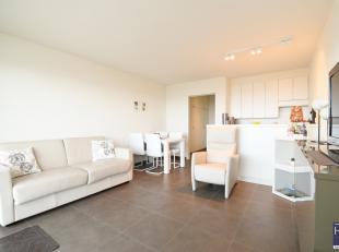 Dit uiterst aangename en tot in de puntjes verzorgde appartement is gelegen op de zeedijk te Nieuwpoort, waar u van uit uw zetel kan genieten van de k