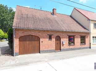 Deze charmante woonst is gelegen in het sympathieke dorp van Scheldewindeke, een deelgemeente van Oosterzele.<br /> Scholen (Steinerschool), diverse