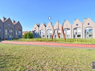 Deze goed gelegen woning bevindt zich vlakbij het 'Gebroeders Van Raemdonckpark' en op amper 2 km van de Grote Markt van Kortrijk.     <br /> De woons