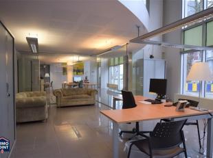 GELIJKVLOERS: 155m²: Open bureauruimte 100m² met aparte bureau 40m² en inkom. Archiefruimte. 1STE VERDIEPING: 165m²: Bureau 23m&su