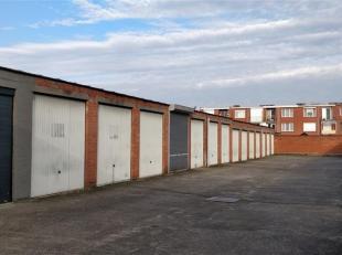 Grote garagebox (21m²) met een hoogte van 2.9m en kantelpoort. Geen water - of elektriciteitsvoorzieningen.