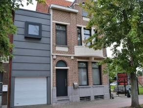 GELIJKVLOERSInkomhal ca. 12 m² - zwart/wit gemarmerde tegelvloer Living ca. 38 m² - planken parketKeuken ca. 30 m² - donkergrijze keram