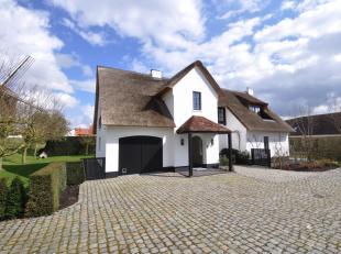 Volledig gerenoveerde villa nabij de Oude Kalfmolen in Knokke. De villa is ideaal gelegen op een terrein van 1303 m2 met een mooi aangelegde zonnige t