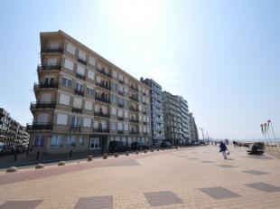 Ongemeubileerd appartement op de zeedijk vlakbij het Rubensplein. Bevat een inkomhal, ruime living met slaaphoek, open ingerichte keuken en badkamer (