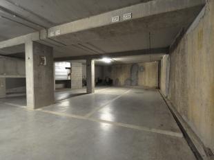 Dubbele staanplaats gelegen in de Zoutelaan, kortbij de Dumortierlaan en Lippenslaan. Gelegen op -3, met volgende afmetingen: 2,37m breed en 9,90m lan