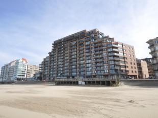 Centraal gelegen gerenoveerd appartement met frontaal zeezicht nabij het Van Bunnenplein. Dit appartement biedt een aangename woonkamer met terras en