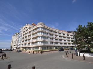 Zeer goed gelegen autostaanplaats op niveau - 2 van de residentie Zeerobben tussen het Casino en de Zeilclub RBSC, ter hoogte van de res. Ambassade aa