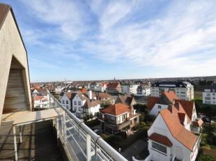Instapklaar ongemeubeld duplex appartement op de J. Nellenslaan vlakbij de zeedijk aan het Albertstrand. Inkom met vestiaireruimte en gastentoilet, ee