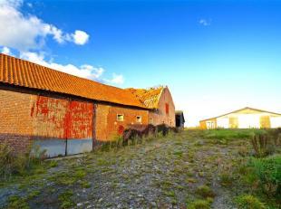 Aux portes de la France, exceptionnel potentiel pour cette ferme à réhabiliter... Bâtie sur plus de 2.3 ha, celle-ci se compose d