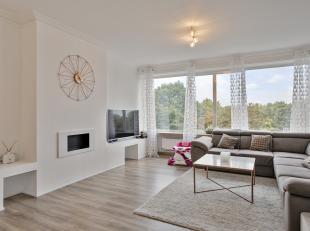 """Dit prachtig, volledig gerenoveerd appartement is gunstig gelegen te Deurne nabij park """"Het Rivierenhof"""". Winkels, scholen, speeltuinen, parken, inval"""