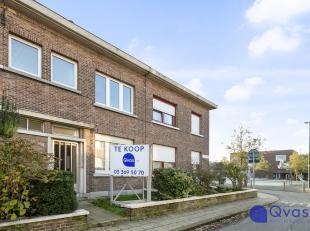 Deze gezellige rijwoning is rustig gelegen in het Antwerpse Kiel met alle winkels en openbaar vervoer binnen handbereik.<br /> <br /> Via de inkomhal