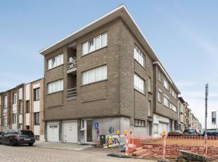 Dit trendy appartement bevindt zich op de eerste verdieping en is gelegen op wandelafstand van winkels, openbaar vervoer en uitvalswegen met bovendien