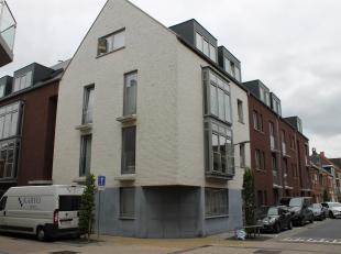 Recent, goed onderhouden appartement gelegen op de 3de verdieping in Bornem centrum bestaande uit: inkomhal, apart toilet, berging voorzien van aanslu